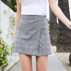 Brandy Melville Houndstooth Plaid Emerson Skirt